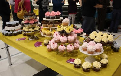 Cupcake-buffet-table